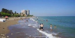 Tarhan'dan uyarı: 'Denize girerken de sosyal mesafeye uyalım'