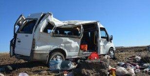 Şanlıurfa'da tarım işçilerini taşıyan minibüs takla attı: 1 ölü, 25 yaralı