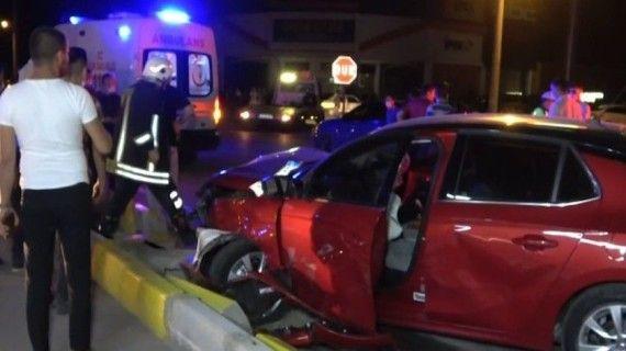 Isparta'da iki otomobil çarpıştı