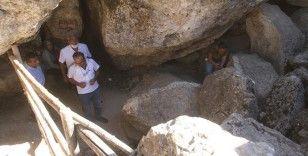 """Elazığ'da serinleten mekan """"Buzluk Mağarası"""""""