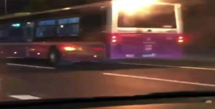 E-5 karayolunda ilginç anlar, alevler içindeki halk otobüsü yoluna devam etti
