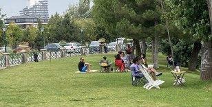 Vatandaşlar sıcakta soluğu yeşil alanlarda aldı