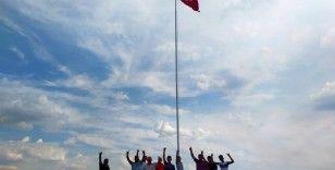 Köylüler, Yunanistan'ın burnunun dibine dev Türk bayrağı dikti