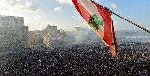 Lübnan'da hükümetin istifası protestocular için yeterli değil