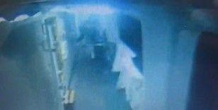 Seyir halindeki feribottan böyle atladı