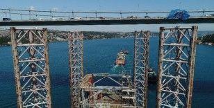 Dev petrol platformu FSM Köprüsü'nden böyle geçti