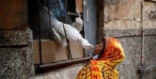 Hindistan'da günlük vaka sayısı üç gündür 60 binin üzerinde, Keşmir'de bir cezaevinde salgın çıktı