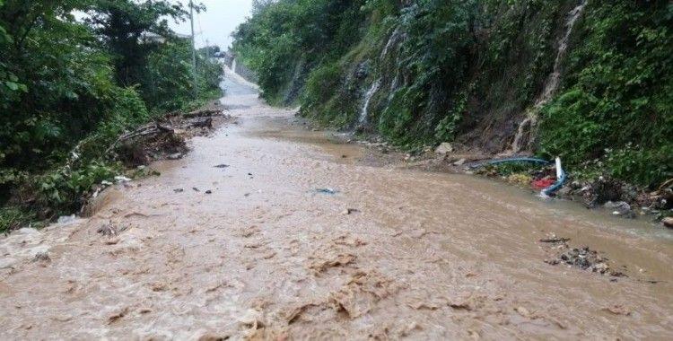 Trabzon'un Of ilçesinde şiddetli yağış