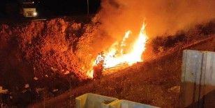 Düzce'de şarampole yuvarlanan ambulans alev alev yandı