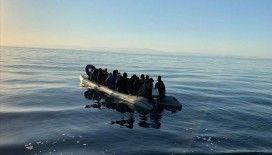 İtalya açıklarında göçmen botu alev aldı