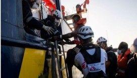 BM ve Uluslararası Göç Örgütü, Akdeniz'de kurtarılan göçmenlerin acilen karaya çıkarılmalarını istedi