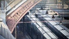 Fransa'da elektrik arızası nedeniyle binlerce yolcu geceyi yüksek hızlı trenlerde geçirdi