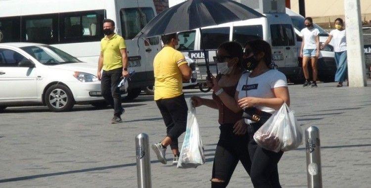 İstiklal Caddesi'nde maske ve sosyal mesafe denetimi
