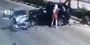İki otomobil çarpıştı, 8 kişi yaralandı, bir kişi bagajdan fırladı