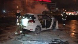 E5'te makas atarak kaza yapan otomobil alev alev yandı