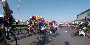 Dünyaca ünlü yarışta bisikletçilerin kazası kameraya böyle yansıdı