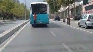 Sultanbeyli'de patenli çocuğun tehlikeli yolculuğu kamerada