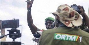 Mali'de darbeciler eski milletvekili ve bakanlardan resmi araçları iade etmelerini istedi