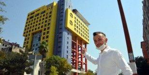 Dünyanın en saçma binasının yıkılması tartışılıyor