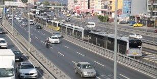 Metrobüs arıza yaptı, binlerce kişi mağdur oldu