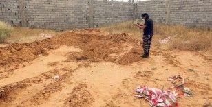Hafter'den kurtarılan kampta toplu mezar bulundu