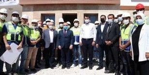 Bakan Kurum: Elazığ'da depremzedeler için inşa edilen 8 bin konutu yıl sonuna kadar teslim edeceğiz