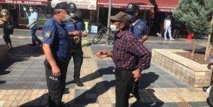 Sigara içmek için maskesini çıkaran vatandaş cezadan kurtulamadı