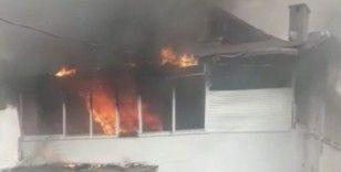 Bebek'te binanın çatısı alev alev yandı