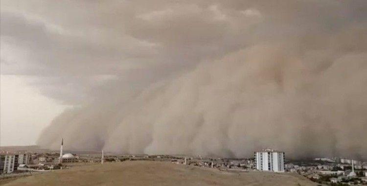 Ankara'da etkili olan kum fırtınası günlük yaşamı etkiliyor