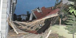 Yozgat'ta şiddetli rüzgar 2 binanın çatısını uçurdu