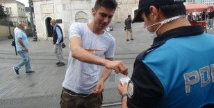 İstiklal Caddesi'nde polis ekiplerinden maske uyarısı