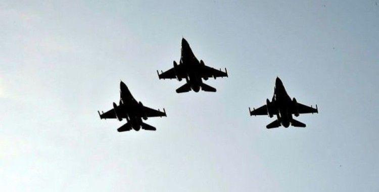 Türk F-16'ları ve Azerbaycan savaş uçakları Azerbaycan semalarında
