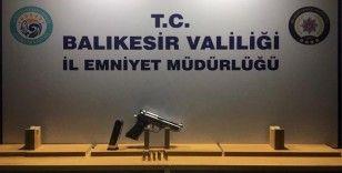 Balıkesir'de polis 3 aranan şahıs ve silah ele geçirdi