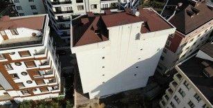Temeli oynadığı için tahliye edilen bina drone ile havadan görüntülendi