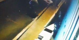 Jimnastikçi kadının akrobasi yaparken balkondan düştüğü anlar kameraya yansıdı