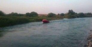 İtfaiye ekipleri Dicle Nehri'nde mahsur kalan vatandaşları kurtardı