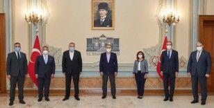 Vali Yerlikaya, iş dünyasının temsilcileriyle yaptığı toplantının fotoğraflarını paylaştı