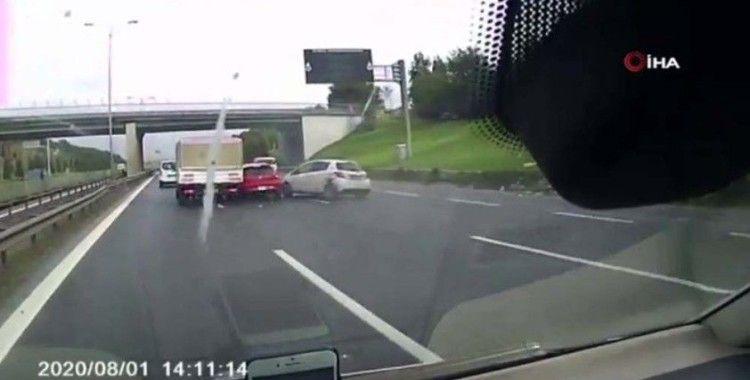 Tem bağlantı yolunda ilginç kaza kamerada