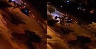 Erkek arkadaşına kızıp seyir halindeki araçtan atladı