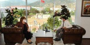 Cumhurbaşkanı Başdanışmanı Güldal Akşit Rektör Aldemir'i ziyaret etti