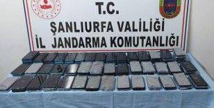 Şanlıurfa'da 157 gümrük kaçağı telefon ele geçirildi