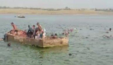Hindistan'da tekne alabora oldu