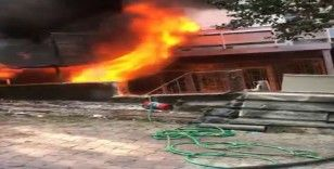 Beyoğlu'nda iş merkezinde yangın: Vatandaşlar kendini sokağa attı