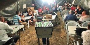 Jandarma bile şaşkına döndü: Tarlanın ortasına çadır kurup kumar oynadılar