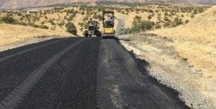 Diyarbakır Büyükşehir Belediyesi yolları onarmaya devam ediyor