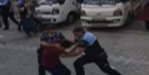 Seyyar satıcılar ile zabıta birbirine girdi: 7 yaralı