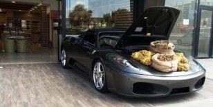 Ferrari bagajında ceviz satışı