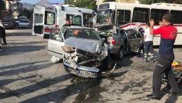 Isparta'da 1'i otobüs, 3 araç birbirine girdi