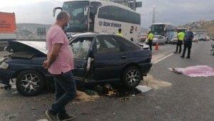 TEM'de otomobil kamyona çarptı