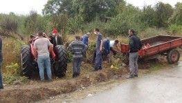 Bursa'da traktör devrildi